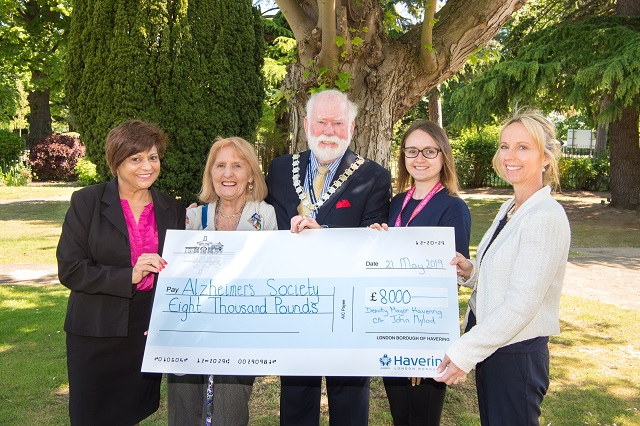 South Essex Crematorium presents the deputy mayor and Alzheimer's Society with £8,000