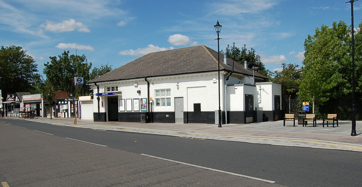 Gidea Park station entrance and plaza