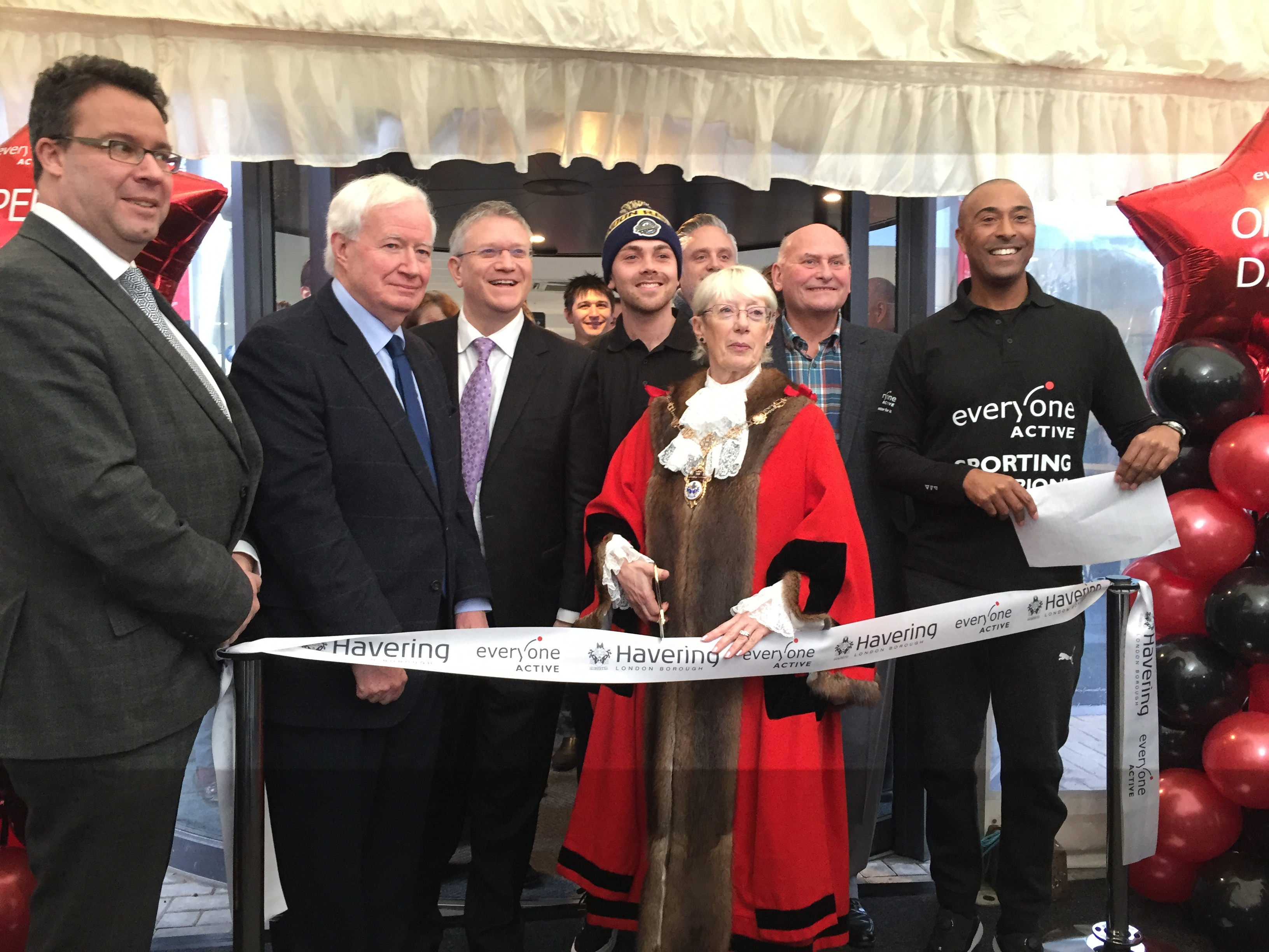 Thousands turn up to see Sapphire Ice and Leisure sparkle at grand opening