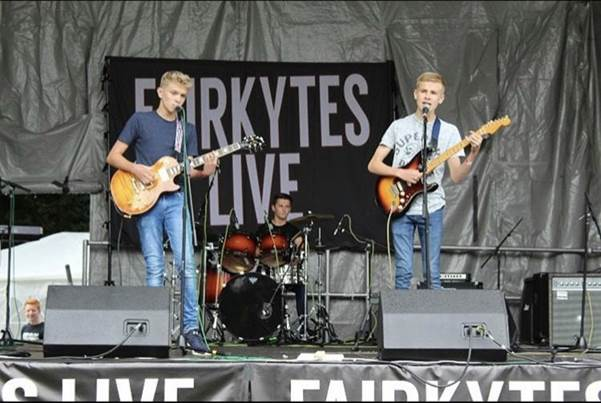 The Echoes performing at the Havering Show