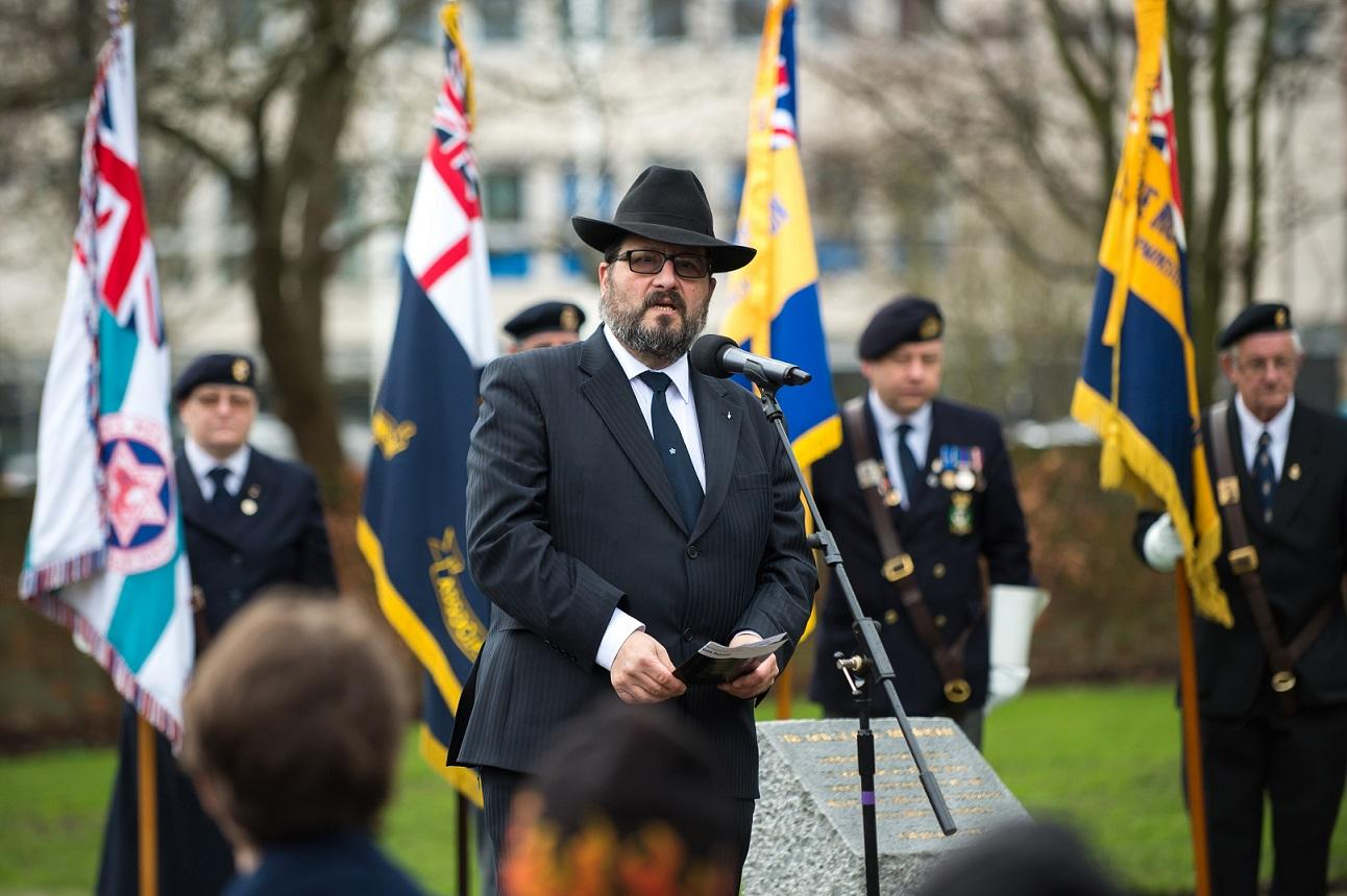 Rabbi Lee Sunderland leads Holocaust Memorial Day service