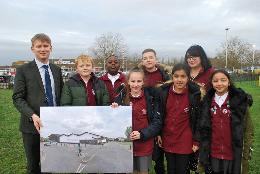 Councillor Damian White met with pupils from the nearby Rainham Village Primary School